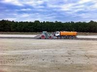 Die Unterbodenverfestigung für die Fahrsiloanlage wird hergestellt (31.05.2011)