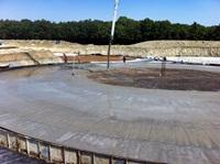 Die Bodenplatten werden betoniert (06.07.2011)